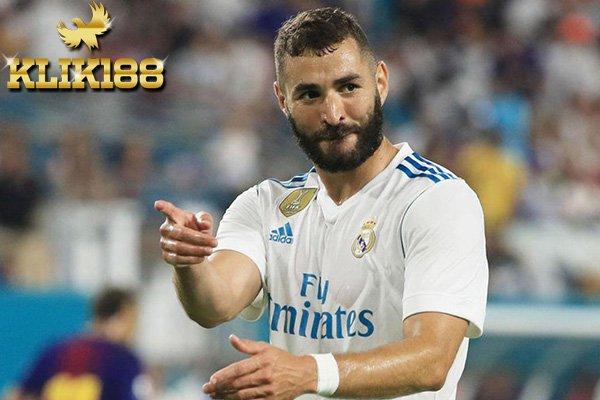 Benzema Resmi Tandatangani Kontrak Baru di Real Madrid