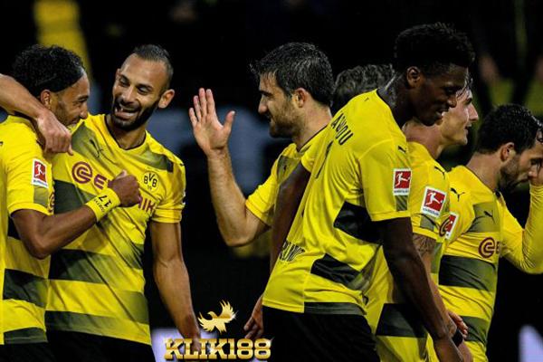 Borussia Dortmund Puncaki Klasemen Usai Menang Telak Atas Cologne