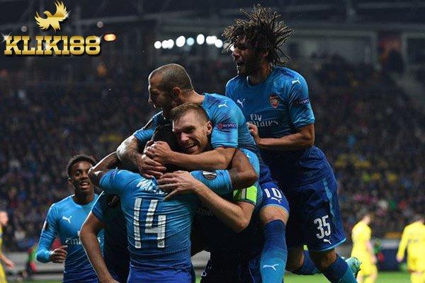Dua Gol Walcott Bawa Arsenal Bungkam BATE Borisov