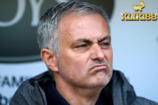 Mourinho Tak Setuju Soal Keputusan Penutupan Transfer Lebih Awal