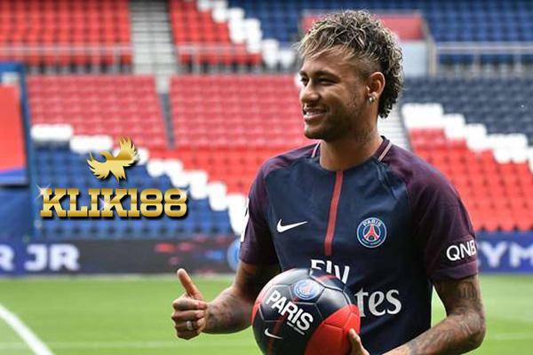 Ayah Neymar Tegaskan Anaknya Hengkang Bukan Karena Ballon d'Or