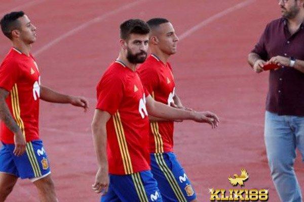 Fans Mencemooh Pique Saat Sesi Latihan Dengan Timnas Spanyol