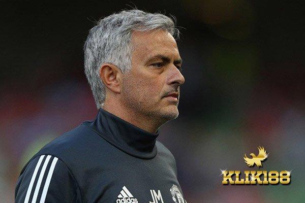 Skuat Manchester United Musim Ini Masih Diragukan Mourinho