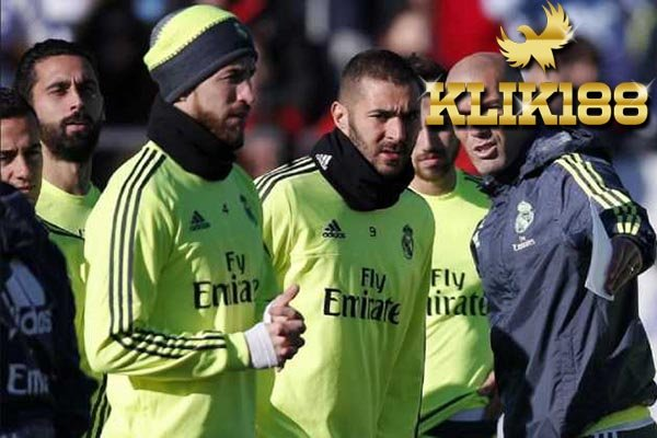 Zinedine Zidane Siapkan 3 Opsi Pengganti Dani Carvajal